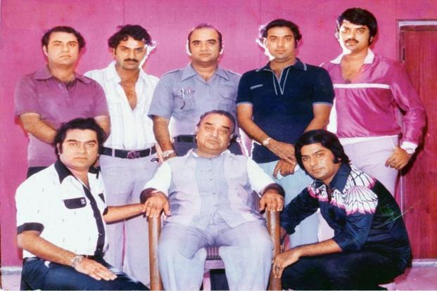 "The ""magnificent seven"" Ramsay brothers with their father, Fatehchand Ramsay."