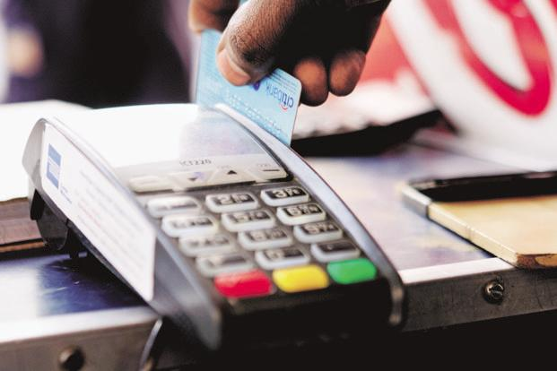 The latest RBI data shows that in February, credit card outstanding was 28% higher from a year ago and on an average the outstanding has risen around 29% for the first 11 months of 2016-17. Photo: Pradeep Gaur/Mint