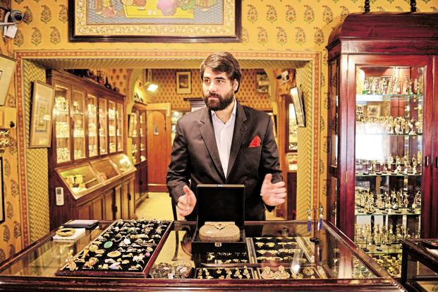 Traders said a firm trend in global market following rising geopolitical tensions mainly boosted gold prices. Photo: Pradeep Gaur/ Mint