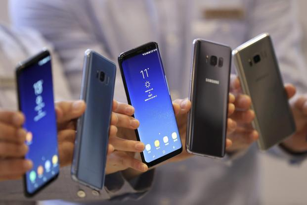 Samsung's Galaxy S8 and S8+ smartphones are shown off during a media day in Seoul on 13 April 2017. Photo: AP