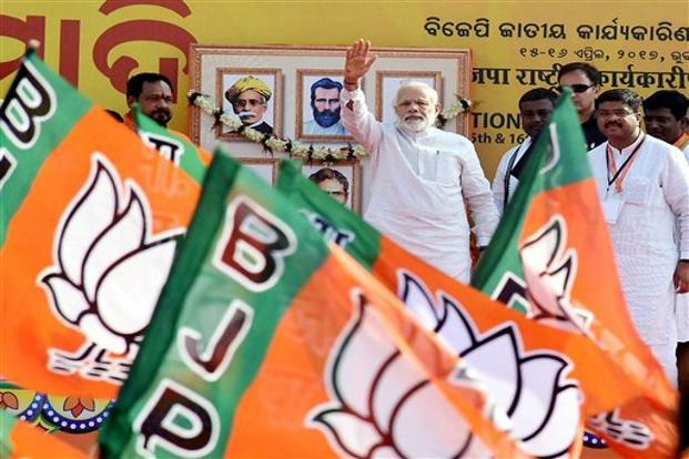 Bhubaneswar: PM Modi receives rockstar reception as admirers throng streets
