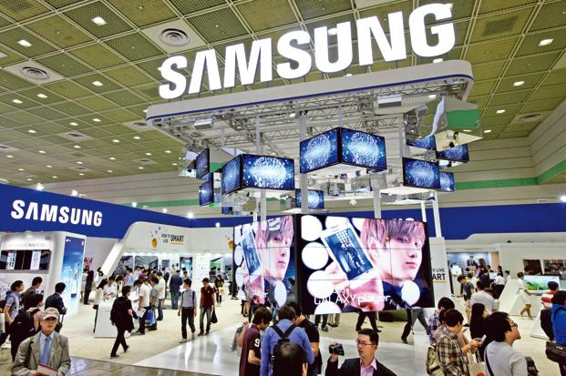 Samsung is the world's largest smartphone maker with 21.2% market share in 2016. Photo: Seongjoon Cho/Bloomberg