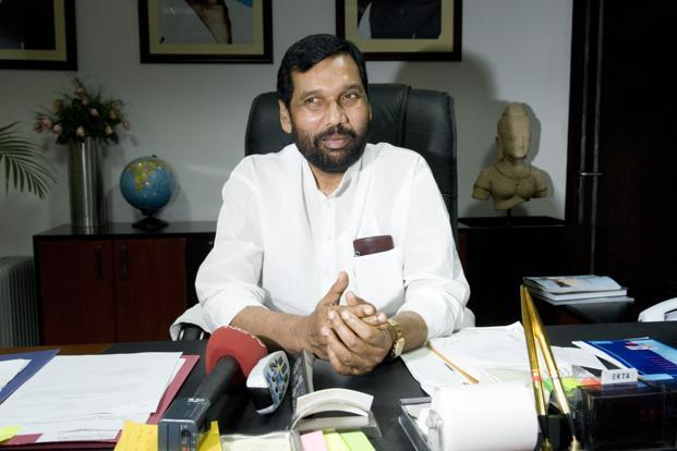 Last week, Ram Vilas Paswan had said that the ministry has prepared an advisory on the service charge issue and the same was sent to the PMO for approval.  Photo: HT