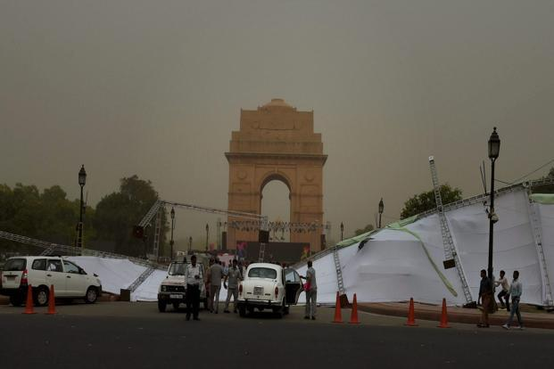 Change in weather due to light drizzle in Delhi