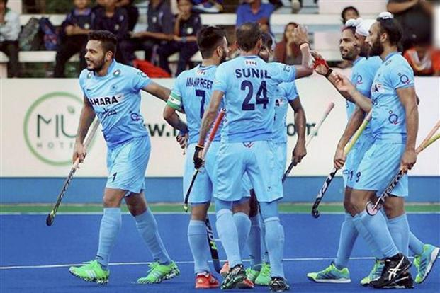 After managing to hold the world champions in the first quarter, India took the lead in the 25th minute through a field goal from Harmanpreet Singh. But Australia pumped in three field goals to maintain their position atop the round- robin league standings. Photo: PTI