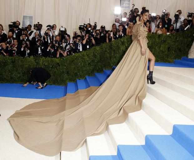 Donning a beige Ralph Lauren trench coat gown paired with big silver hoop earrings, actress Priyanka Chopra dropped jaws and turned heads. Reuters
