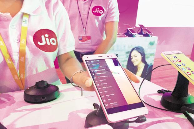 Reliance Jio has topped the charts of mobile networks in March by registering an all-time high download speed of 18.48 megabit per second. Photo: Reuters