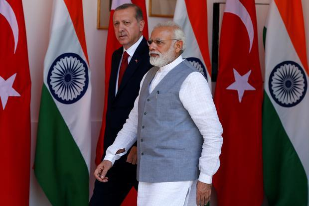 Turkish President Recep Tayyip Erdogan (left) and Prime Minister Narendra Modi ahead of their meeting at Hyderabad House in New Delhi on 1 May. Photo: Reuters