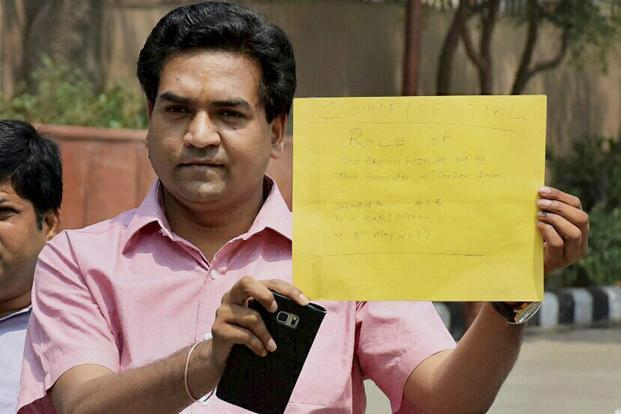 Man tries to 'attack' sacked AAP minister Kapil Mishra, thrashed by supporters