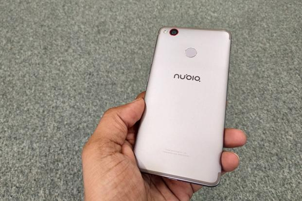 What makes Nubia Z11 Mini S stand out from the crowd is its slim design and compact form factor.