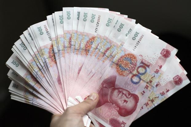 The yuan valuation retreated in both the onshore and overseas markets, and default risks increased after Moody's downgraded China's rating to A1 from Aa3 on Wednesday. Photo: Bloomberg