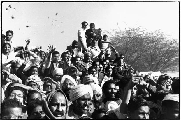 Gandhi's funeral. Crowds gathered between Birla House and the cremation ground, throwing flowers. Delhi, 1948. Courtesy: Henri Cartier-Bresson/Magnum Photos
