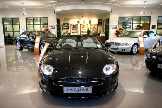 Jaguar Land Rover to hire 5000 new staff