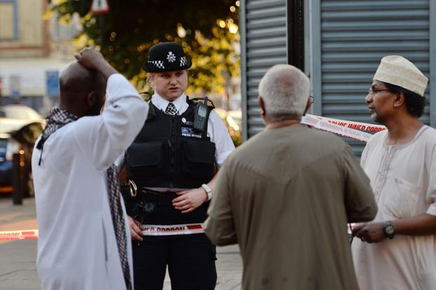A police officer talks to local people at Finsbury Park in north London, where a vehicle struck pedestrians in north London Monday. Photo: Reuters