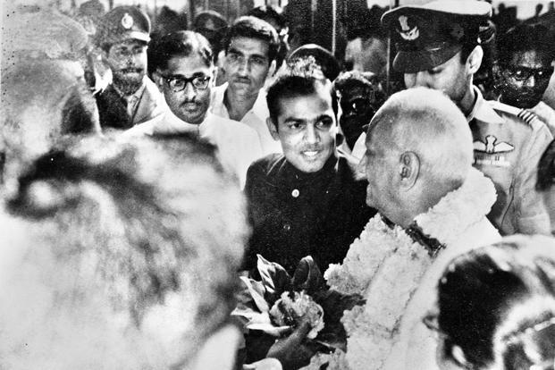 Y.V. Reddy with then president V.V. Giri at the Ongole railway station, in 1969.