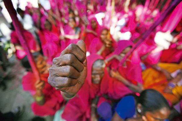Members of the Gulabi gang at a protest in Delhi, September 2009. Photo: AP