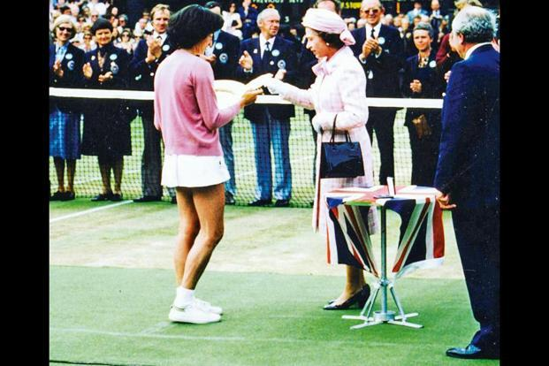 The Queen handing over the ladies' singles trophy to Virginia Wade in 1977. Photo: Instagram page