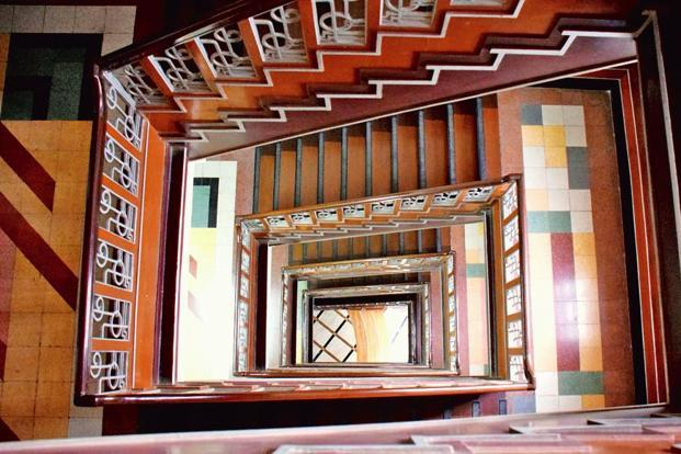 The stairwell at Court View, Oval Maidan. Photo: Art Deco Mumbai