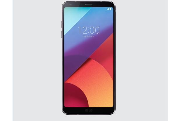 LG G6's front panel includes a  5.7-inch screen which offers a resolution of 2,560x1,440p.