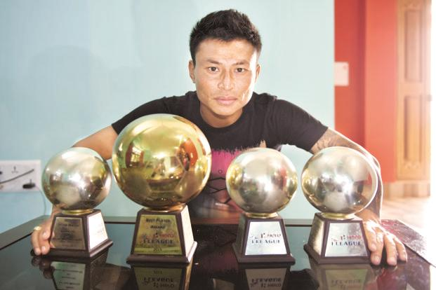 Jackichand Singh with his trophies. Photo: Indranil Bhoumik/Mint