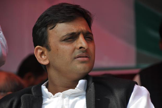 Akhilesh accuses BJP of 'political corruption' as SP MLCs quit