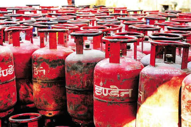 Subsidised LPG now costs Rs477.46 per 14.2-kg cylinder in Delhi. It was priced at Rs419.18 in June last year. The rate of non-subsidised LPG, which consumers pay after exhausting their quota of below-market priced bottles, costs Rs564. Photo: Ramesh Pathania/Mint