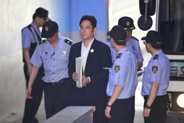 Lee Jae-Yong (center), the vice-chairman of Samsung Electronics, is escorted by prison guards as he arrives at the Seoul Central District Court in Seoul on Wednesday. Photo: AFP