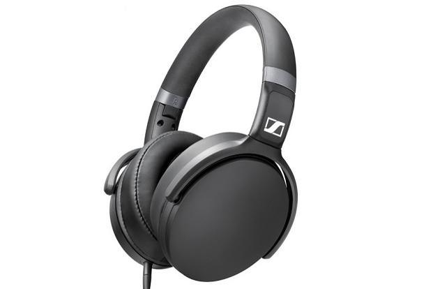 Sennheiser HD 4.30  headphone offers generous amount of cushioning in the earpiece.