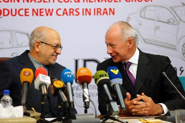 Thierry Bollore (R), deputy director of competitiveness at Renault, and Iranian minister of industry Mohammad Reza Nematzadeh attend a press conference following a signing of a deal ceremony in Tehran. Photo: AFP