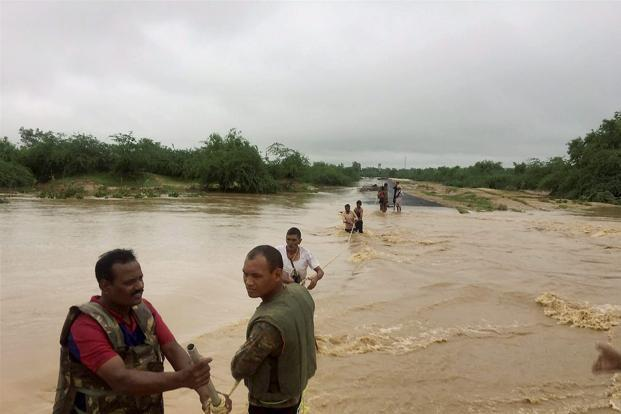 Army personnel carry out rescue operation during floods in Rajasthan. Photo: PTI