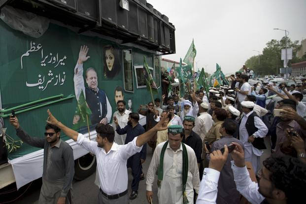 A huge convoy of deposed Pakistan PM Nawaz Sharif leaves Islamabad. Photo: PTI
