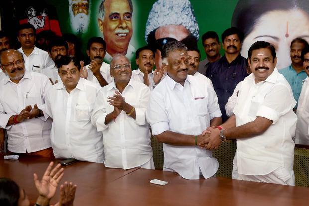 Tamil Nadu: Pro-Dhinakaran MLAs meet TN governor, seek CM's removal
