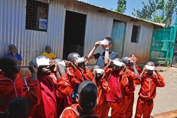 Children in Uganda use Foldscopes.