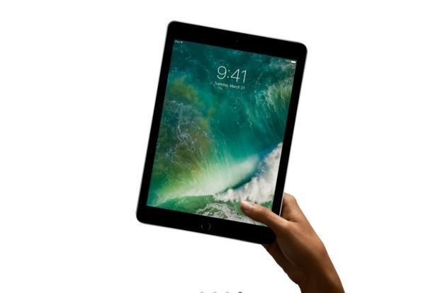 Apple iPad 2017 runs on iOS 10.3.3 and can deliver battery backup of over 10 hours with ease.