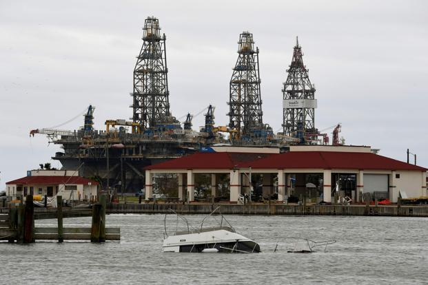 Oil Falls After Harvey Floods US Refineries