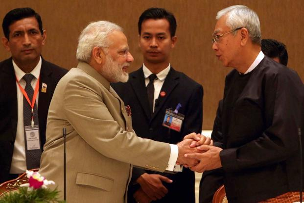Myanmar's President Htin Kyaw (right) with Prime Minister Narendra Modi during a dinner at the Presidential palace in Naypyitaw on Tuesday. Photo: AP