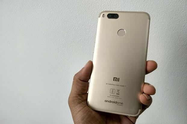 Mi A1 comes in some stylish colour options such as rose gold, black and gold.