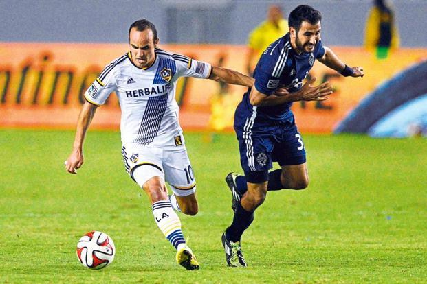 Landon Donovan (10) playing for Los Angeles Galaxy in August 2014.  Photo: Courtesy USA TODAY Sports.