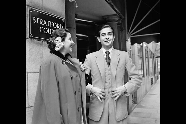 Raj Kapoor and Nargis outside Stratford Court Hotel on Oxford Street (now the Edwardian Berkshire Hotel), London, 1956.