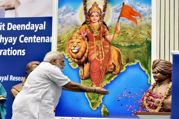 Narendra Modi paying tributes to Swami Vivekananda during a function on the occasion of 125th anniversary of Vivekananda's Chicago address and birth centenary of Deendayal Upadhyay in New Delhi on Monday. Photo: PTI