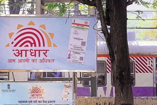 The Uttar Pradesh Special Task Force arrested 10 people on Saturday from Kanpur on the charge of counterfeiting Aadhaar. Photo: HT