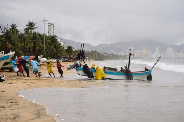 Fishermen take their boats out of the sea in anticipation of the arrival of hurricane Max in Acapulco, Guerrero state, Mexico on 14 September 2017. Photo: AFP