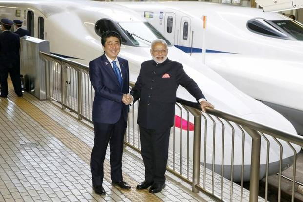 PM Narendra Modi (right) with Japan's Shinzo Abe at Tokyo Station in November 2016. The Ahmedabad-Mumbai bullet train sends out the right signals that India is at the forefront of technology. Photo: Kyodo/via Reuters
