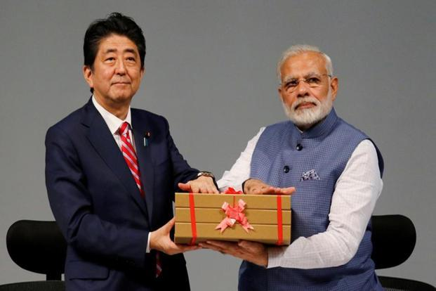 Japanese Prime Minister Shinzo Abe and his Indian counterpart Narendra Modi hold a replica of a brick during the India-Japan Annual Summit, in Gandhinagar, Gujarat, on 14 September 2017. Photo: Reuters