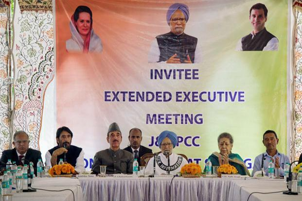 Former prime minister Manmohan Singh with other senior Congress leaders during an executive committee meeting at Hari Nivas in Srinagar on Saturday. Manmohan Singh is leading the party's policy and planning group for discussions on the current situation in Kashmir. Photo: PTI