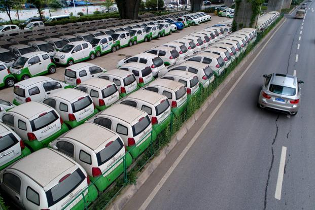 Bids have been called to supply 500 electric cars by 30 November and the rest by June. Photo: AFP