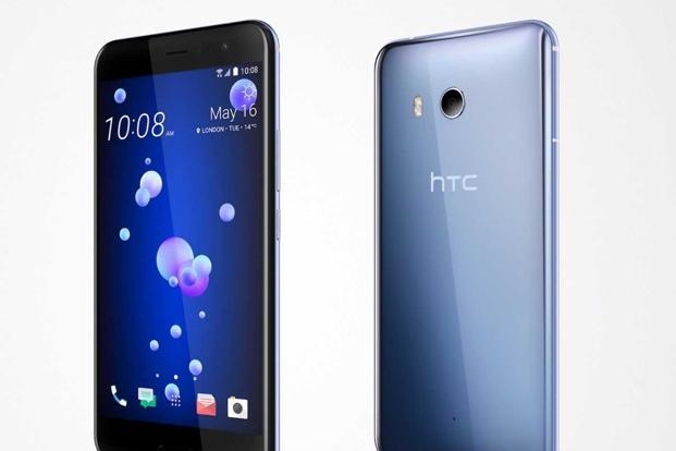 You can get HTC's squeezable smartphone the U11 on Flipkart at a discount of 16%.