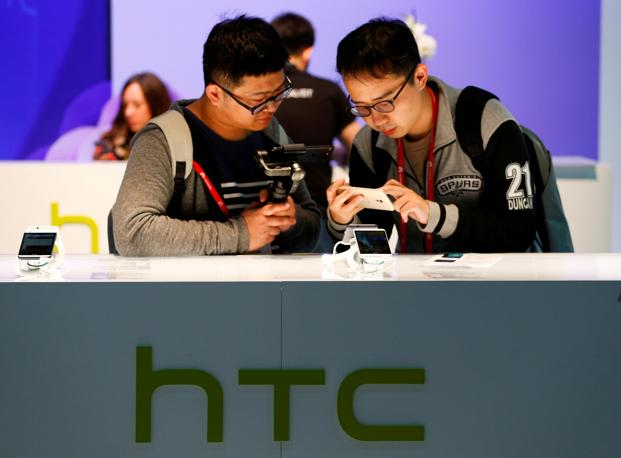 Google buys HTC engineers for $1.1 billion to aid hardware push