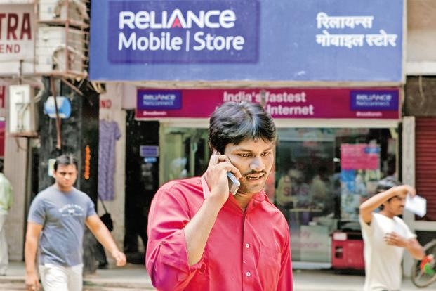 Reliance Communications said Monday that it plans to adopt a 4G-focused policy, enabling it to monetize its 2G and 3G spectrum to pare debt. RCom's 2G subscribers are now on the 900/1800MHz bands and its 4G subscribers are on the 800MHz band. Photo: Bloomberg