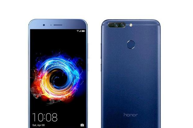 Honor 8 takes a picture combining the output of both cameras—the monochrome sensor captures more detail in low-light conditions than the colour one, leading to sharper low-light images and less noise.